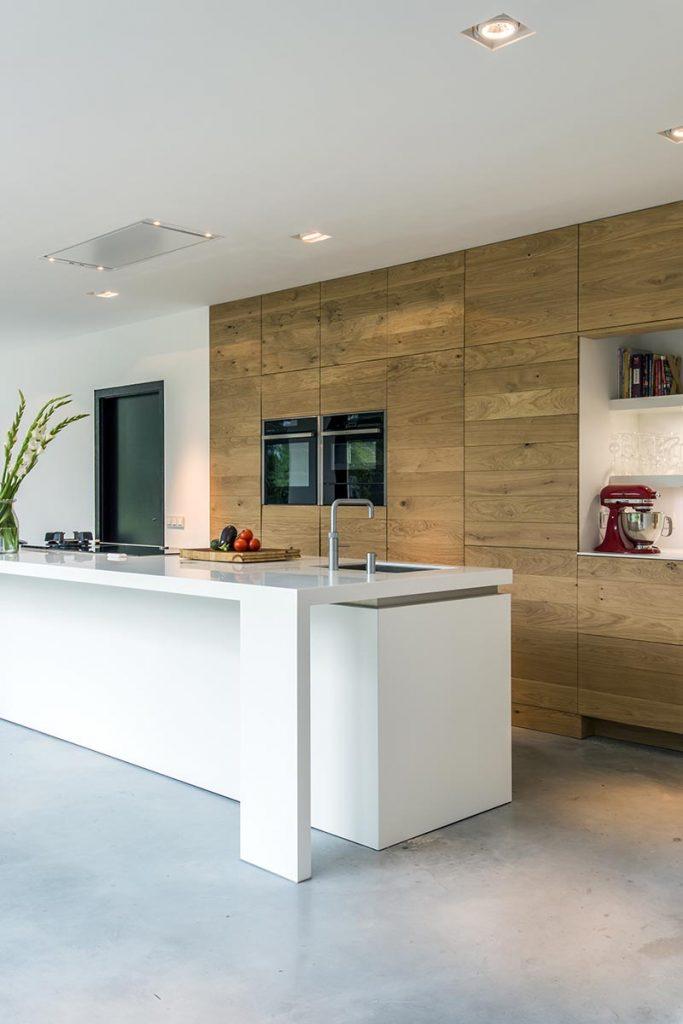 Voor een moderne houten maatwerk keuken kunt u terecht bij jp walker - Centrale eiland houten keuken ...
