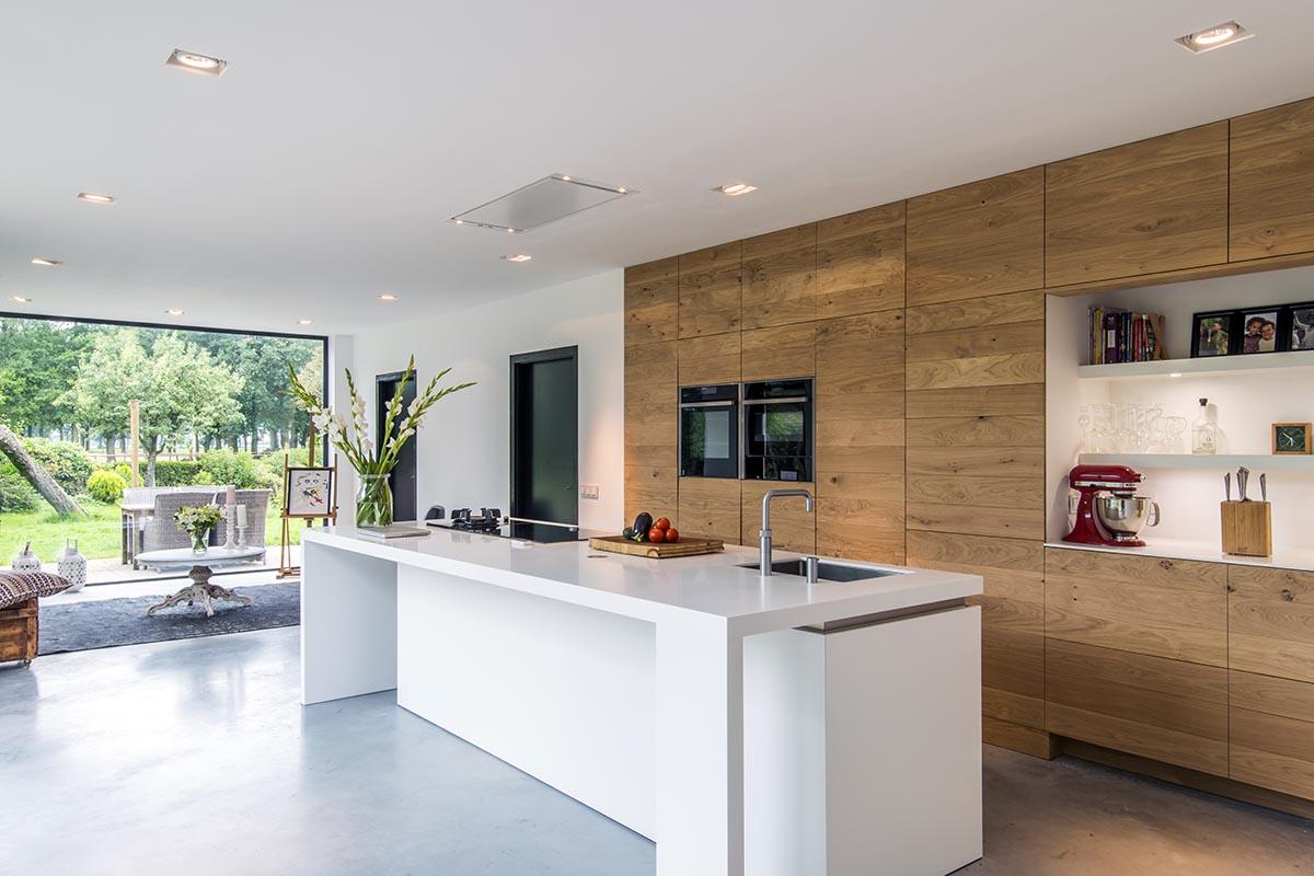 Voor een moderne houten maatwerk keuken kunt u terecht bij for Moderne keuken