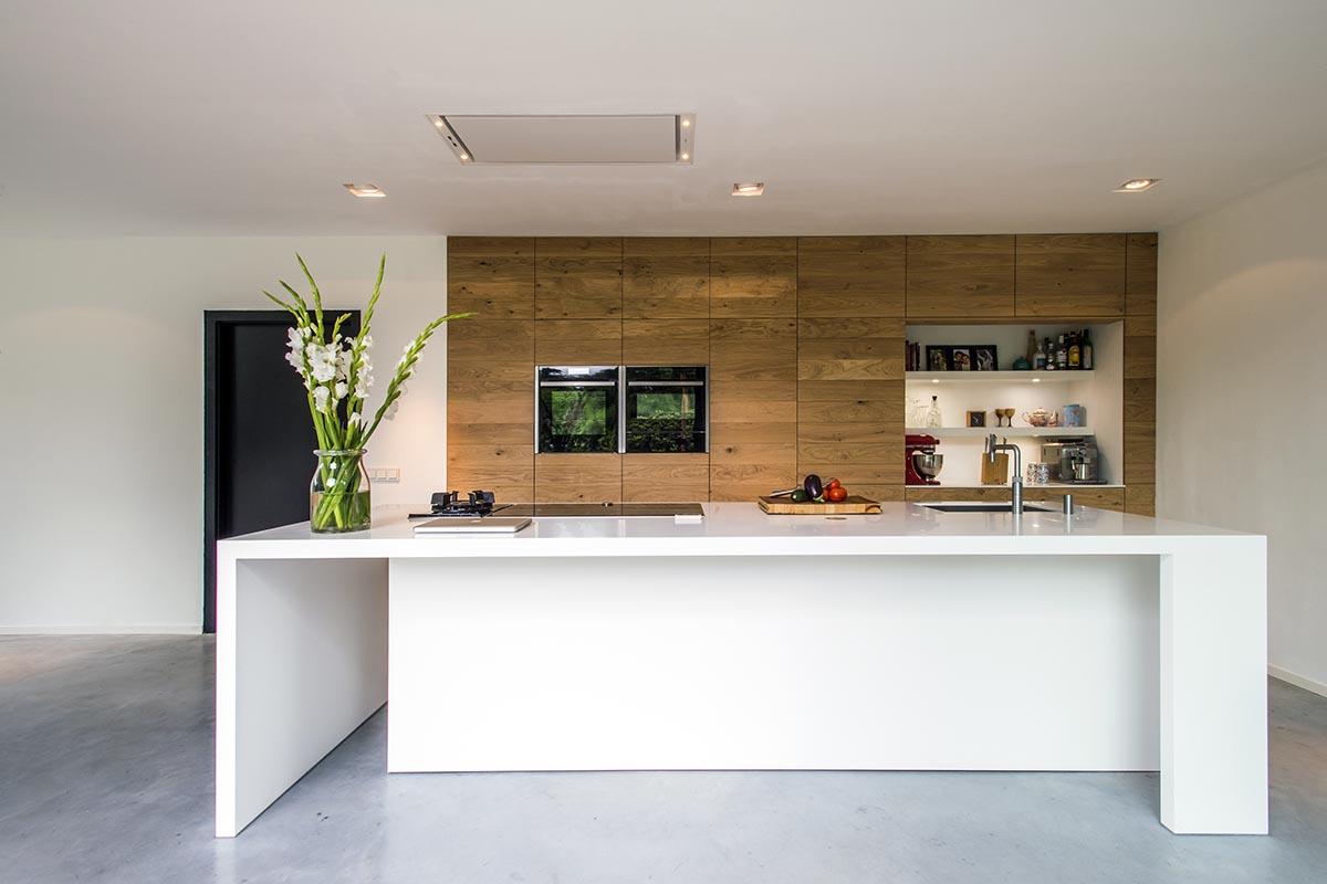 Voor een moderne houten maatwerk keuken kunt u terecht bij jp walker - Moderne oude keuken ...