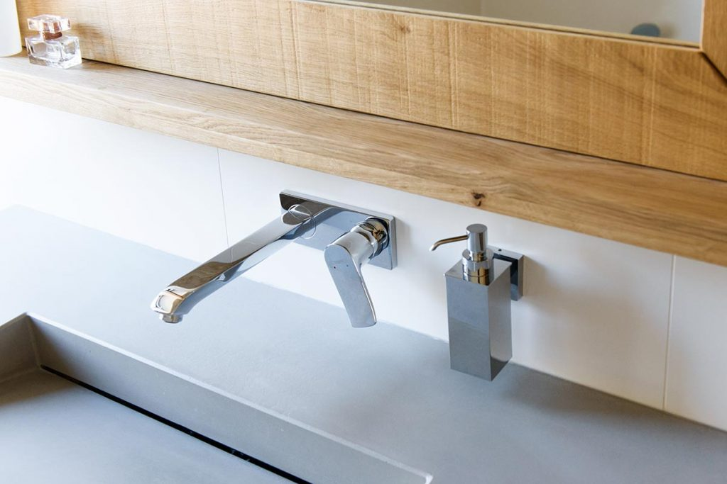 Betonnen Wasbak Badkamer : Grijze wasbak badkamer eenvoudig stoere badmeubels van hout en