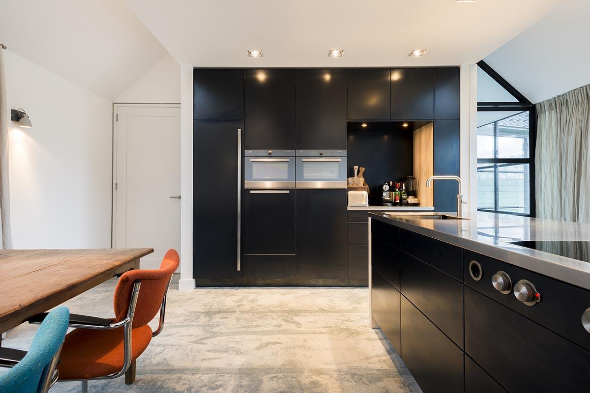 Keuken Design Moderne : Deze moderne keuken met blauwstaal is ontworpen door jpwalker