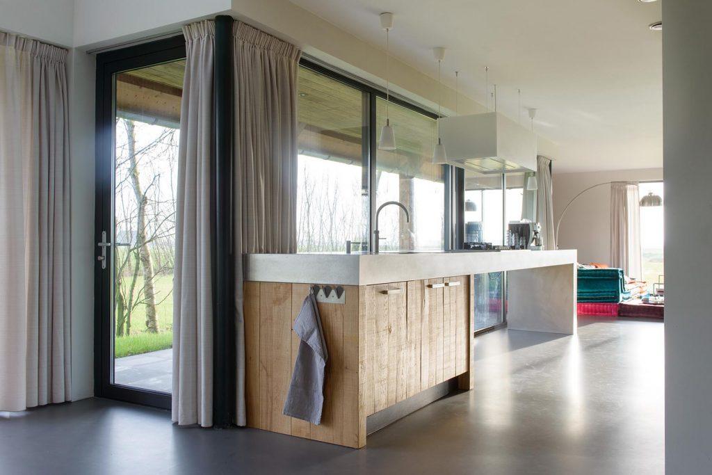 Achterwand Industrieel Keuken : Rvs keukens van jpwalker zijn modern met een rvs aanrechtblad