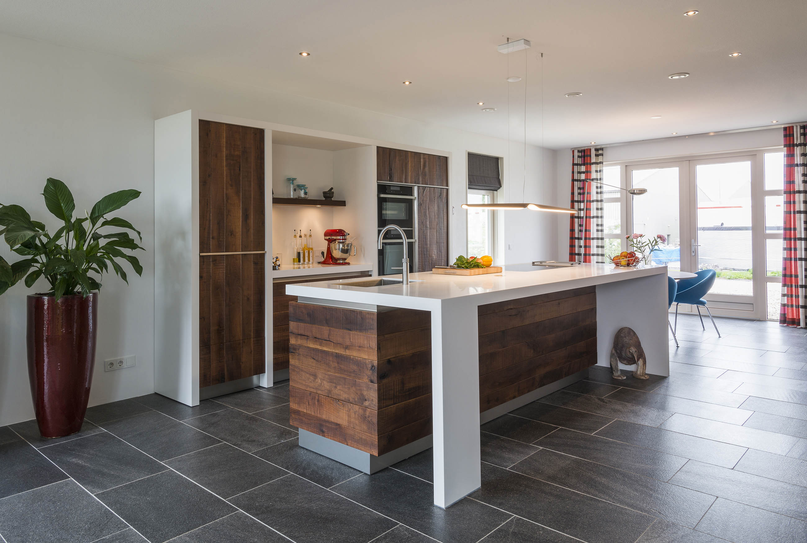 Ruw notenhouten keuken