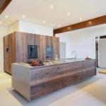 maatwerk notenhouten keuken van JP Walker